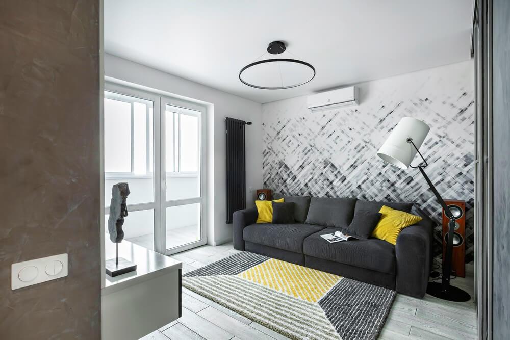 Интерьер современной гостиной с акцентной стеной