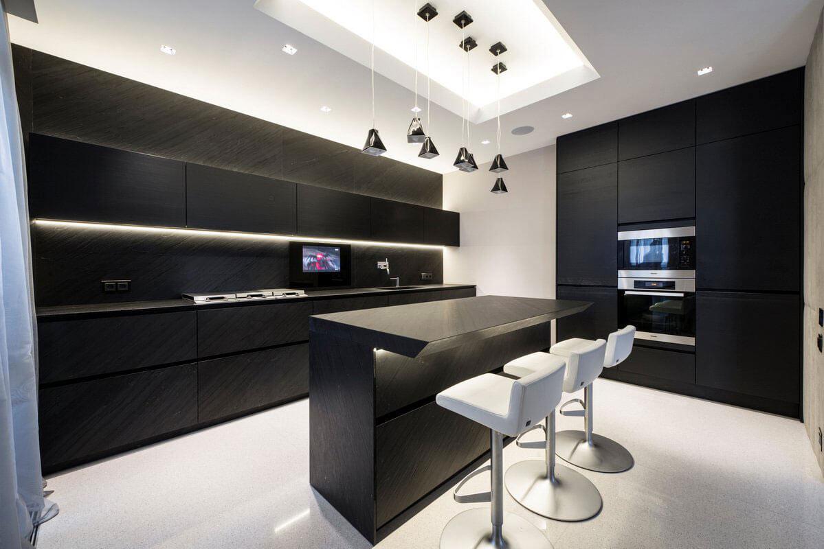 Черная кухня в стиле хай-тек