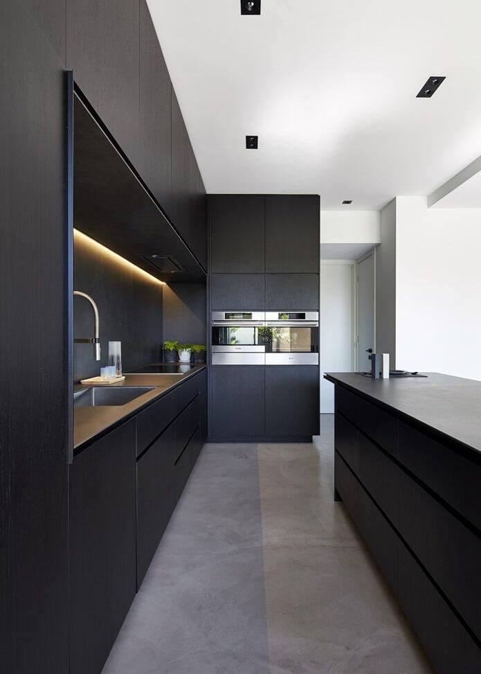 Организация пространства кухни в стиле хай-тек
