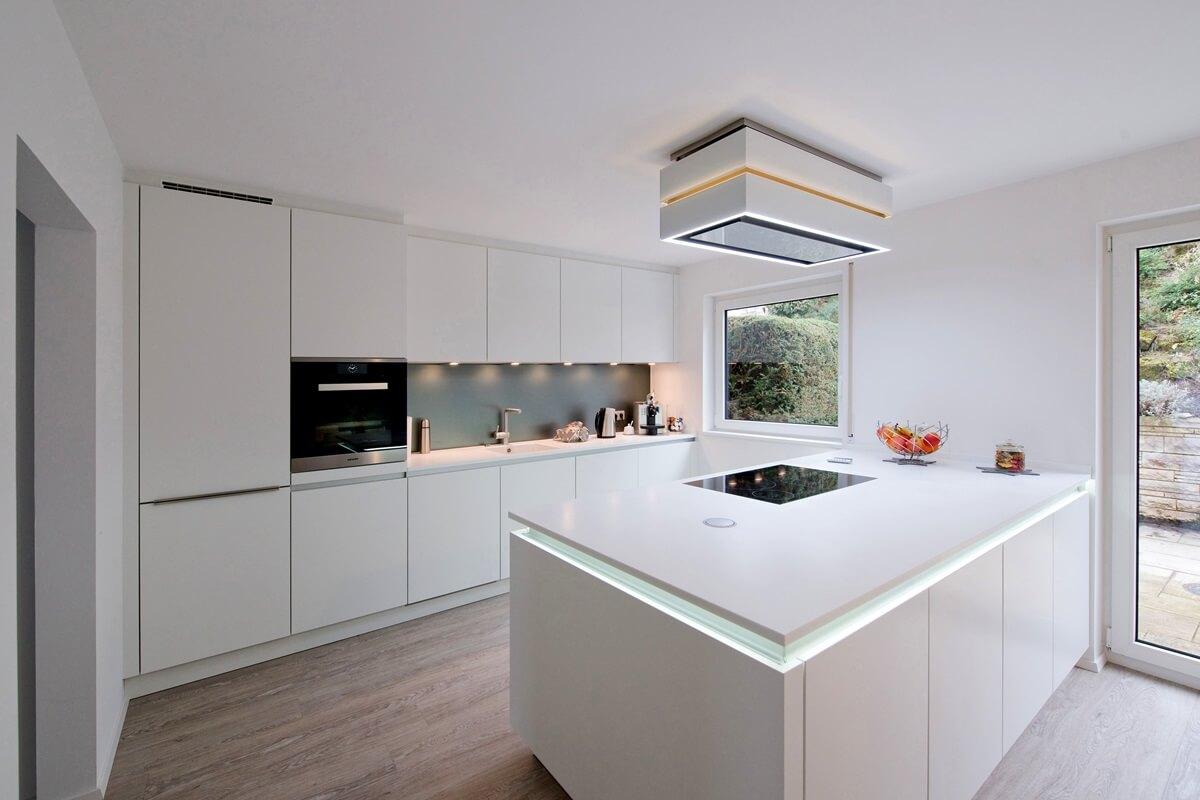 Потолок кухни в стиле хай-тек