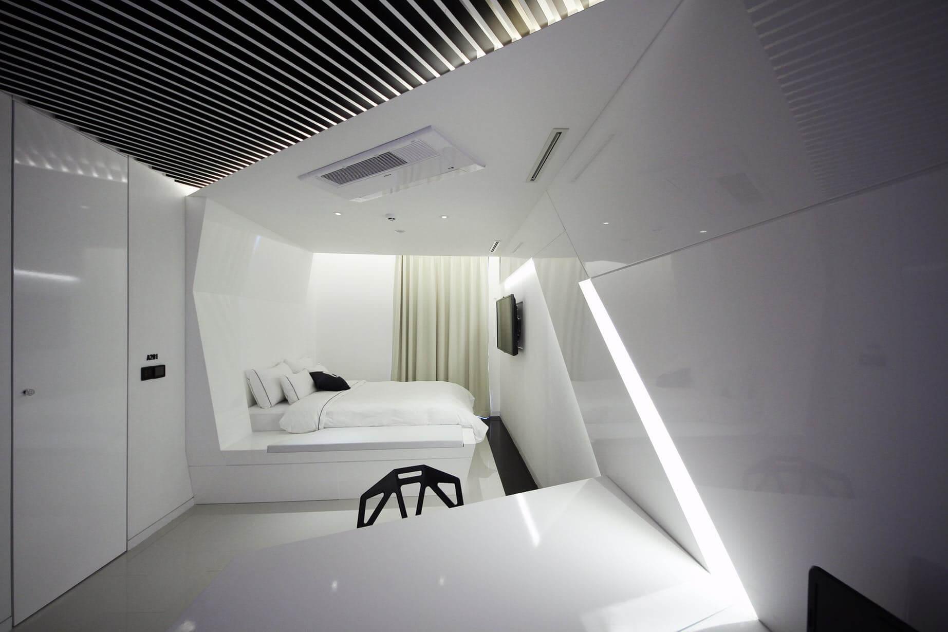 Спальня в стиле хай-тек - отделка потолка (2)