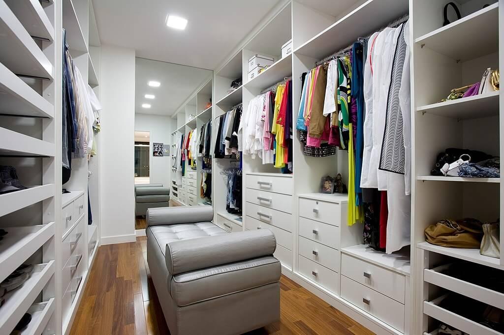 Зеркальная стена в гардеробной