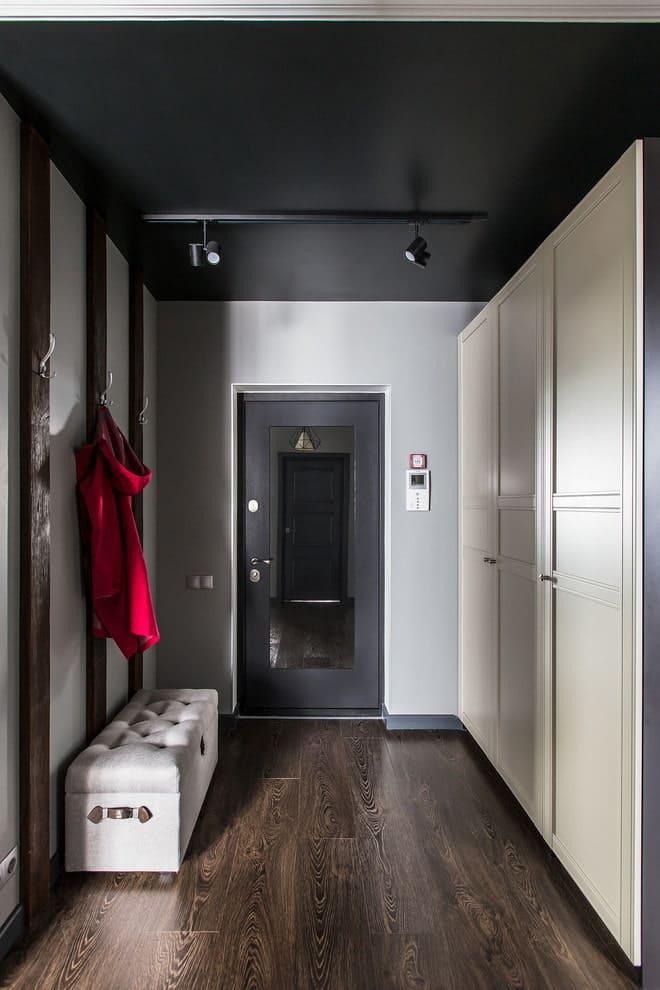 Черный матовый натяжной потолок - фото