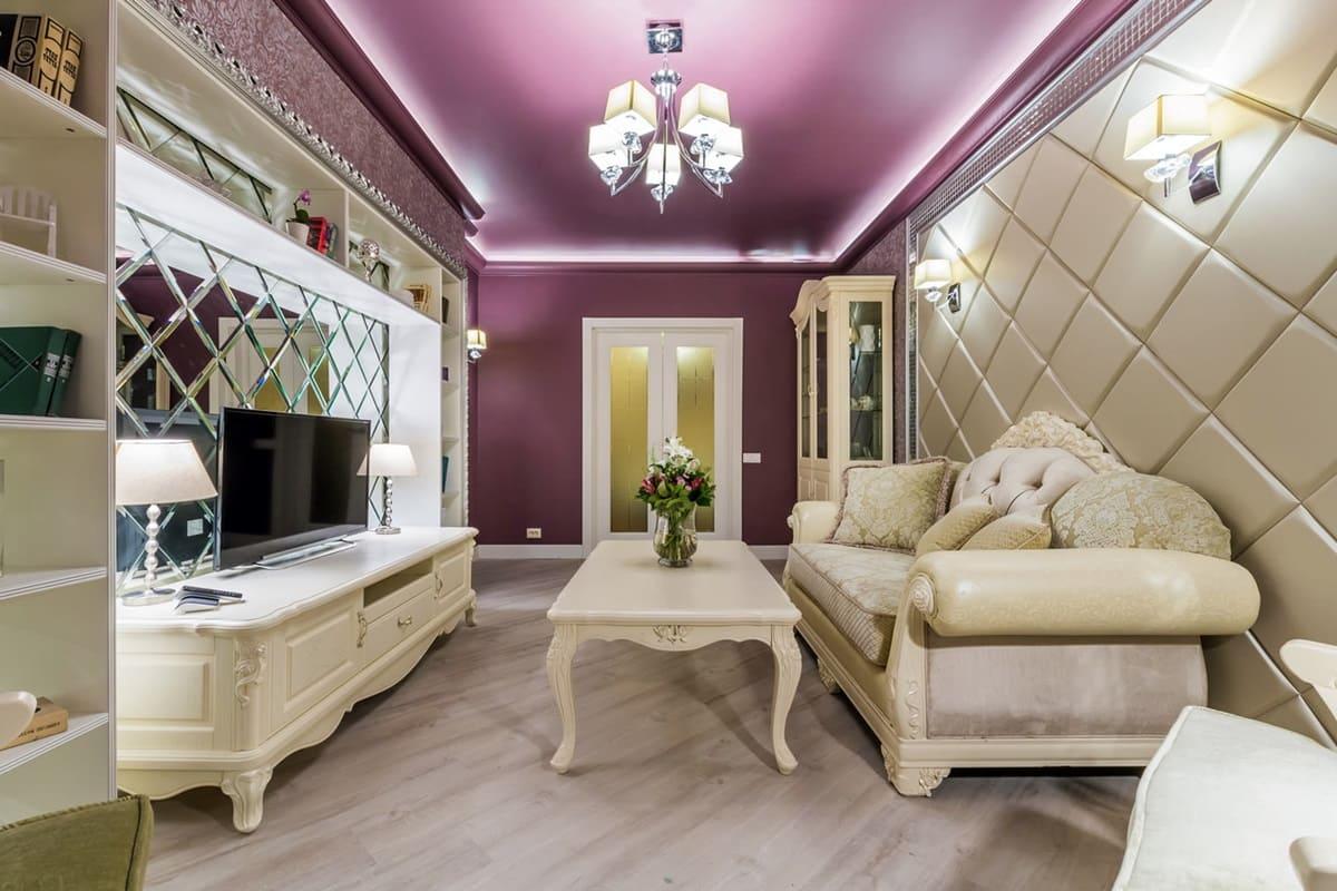 Матовый натяжной потолок в гостиной - фото